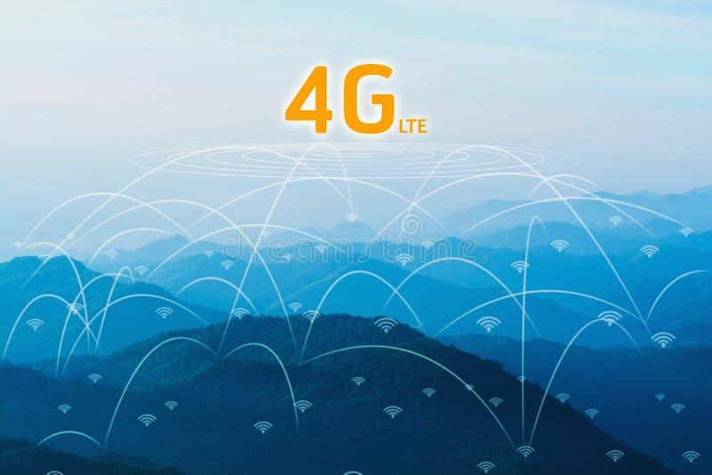 концепция сети 4G в лесе горы природы ландшафта стоковые фото