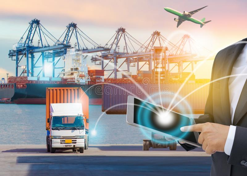 Концепция снабжения дела, соединение партнера интерфейса технологии соединения глобального бизнеса глобальное груза контейнера стоковая фотография