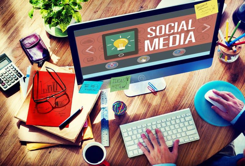 Концепция соединения технологии сети социальных средств массовой информации социальная стоковая фотография rf