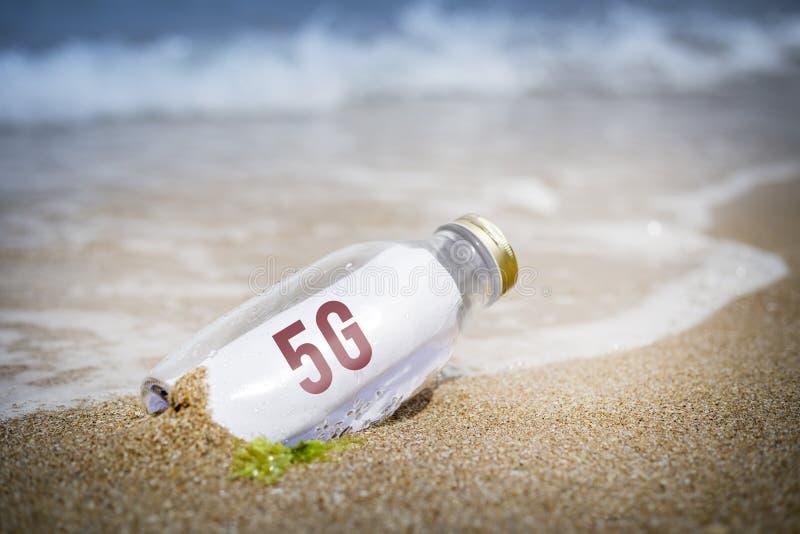 концепция сотовой сети 5g в бутылке стоковые изображения