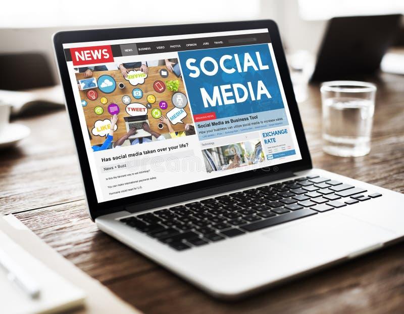 Концепция социальной сети связи средств массовой информации онлайн стоковое фото