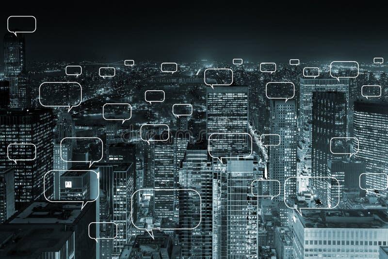 Концепция социальной сети с городом стоковая фотография rf