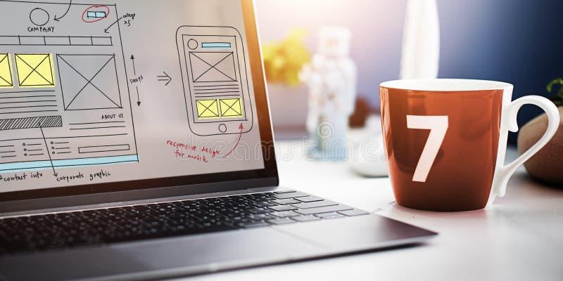 Концепция содержания технологии веб-дизайна онлайн стоковое фото