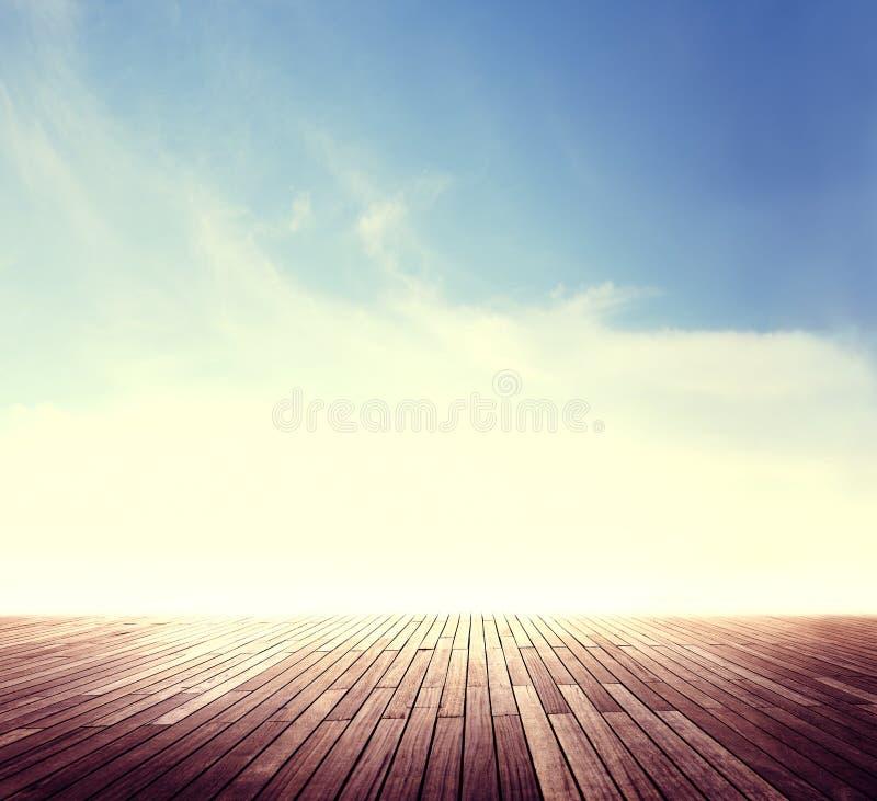 Концепция солнечности Cloudscape горизонта лета внешняя стоковая фотография rf
