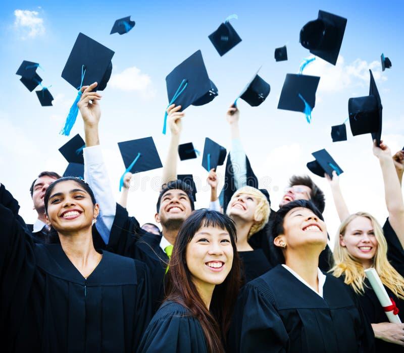 Концепция студент-выпускника церемонии первого шага успешная стоковое изображение
