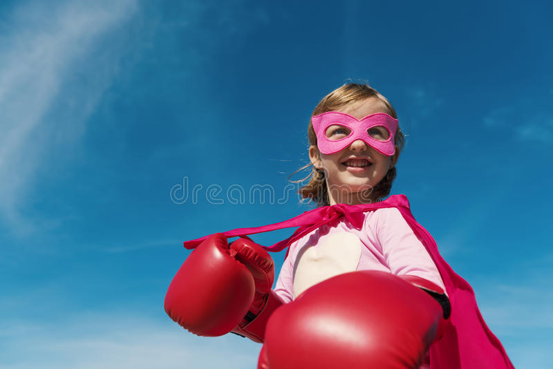Концепция супергероя маленькой девочки стоковое фото