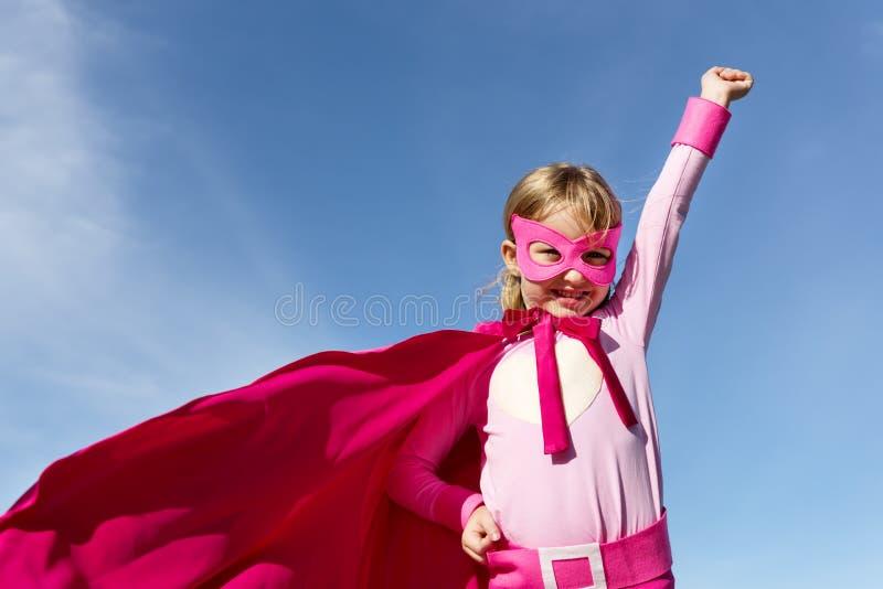 Концепция супергероя маленькой девочки стоковое изображение rf