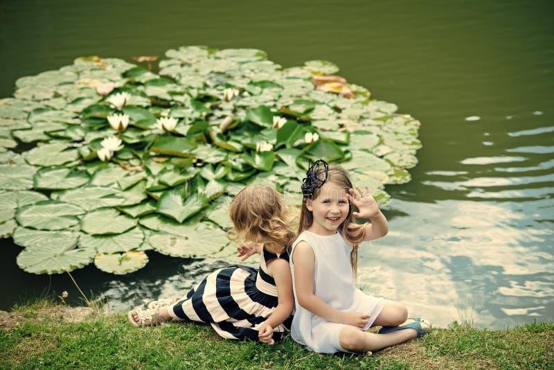 Концепция счастья детей детства ребенка Будущее и расцветать стоковые фото