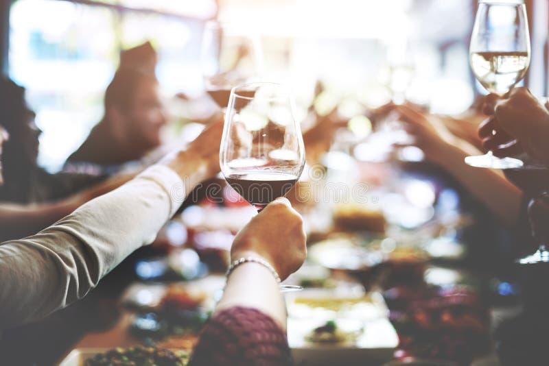 Концепция счастья приветственных восклицаний еды деловой встречи стоковые изображения rf