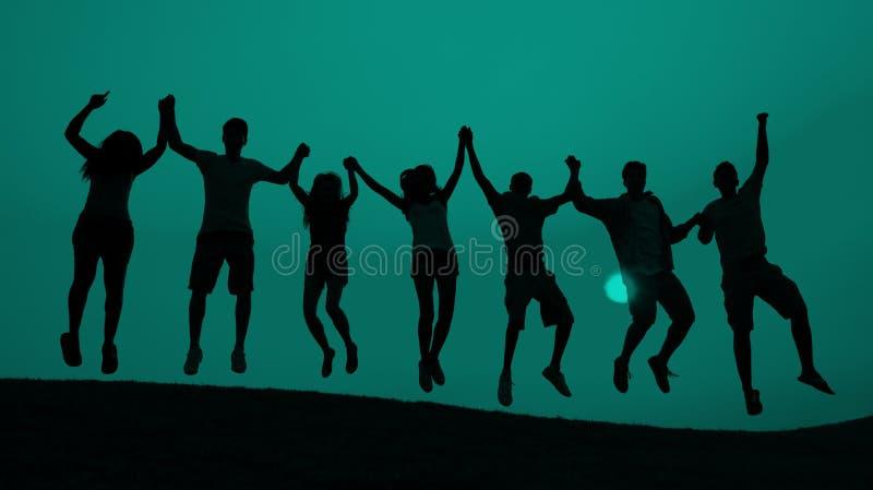 Концепция торжества потехи молодости студентов скача стоковое изображение rf