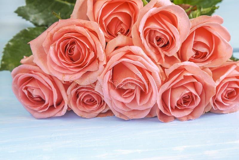 Концепция торжества с красивым пуком розовых розовых цветков стоковая фотография rf