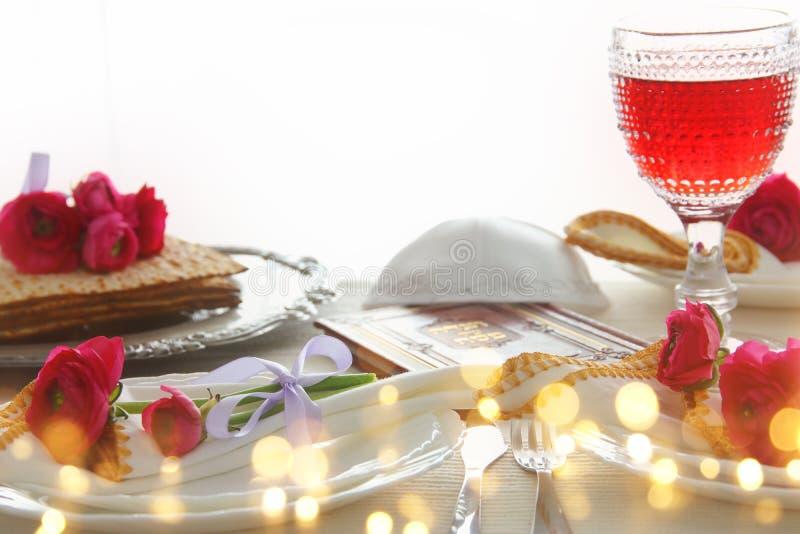 Концепция торжества Pesah & x28; table& x29 еврейского праздника еврейской пасхи праздничное; стоковое изображение