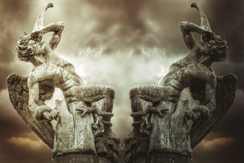 концепция упаденного ангела, демонов и наказания бога Scu дьявола стоковое изображение