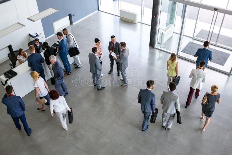 Концепция успешной группы людей в костюме в компании стоковая фотография