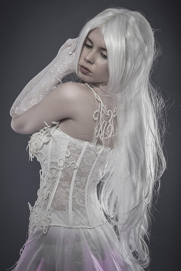 Концепция фантазии чувственности, чувственная молодая женщина с винтажным whi стоковые изображения rf