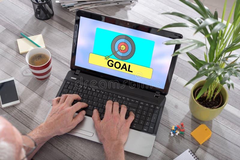 Концепция цели на ноутбуке стоковые фото
