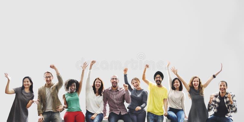Концепция целей успеха достижения команды друзей разнообразия стоковое изображение