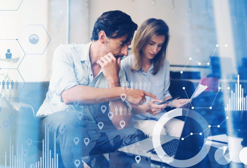 Концепция цифровой диаграммы, диаграммы взаимодействует, виртуальный экран, значок соединений Процесс сыгранности бизнесмены моло стоковые фотографии rf