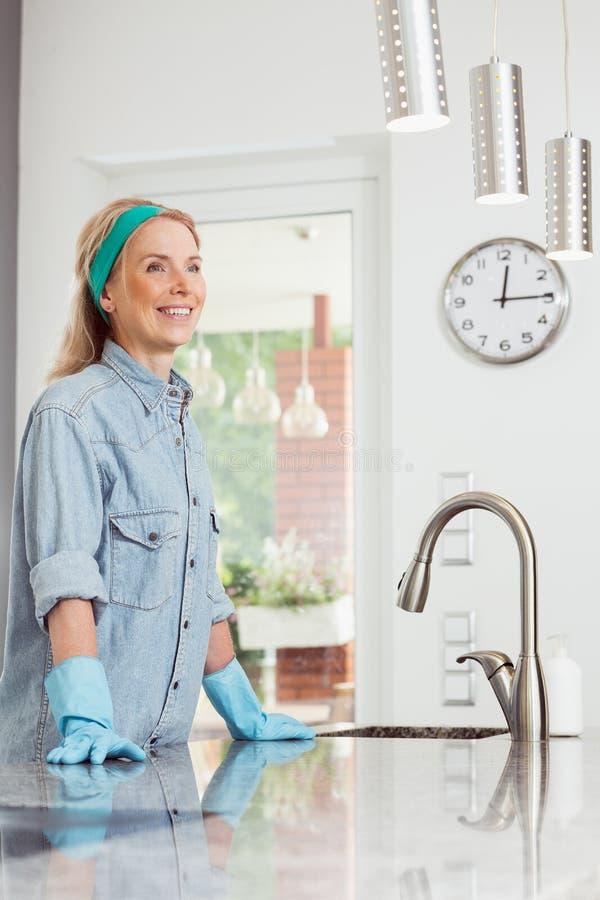 Концепция чистки дома весны стоковая фотография rf