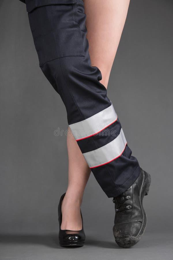 Download Концепция для женщин в ремесле - одной сексуальной ноге женщины и одной ноге в M Стоковое Фото - изображение насчитывающей здоровье, женщина: 37927840
