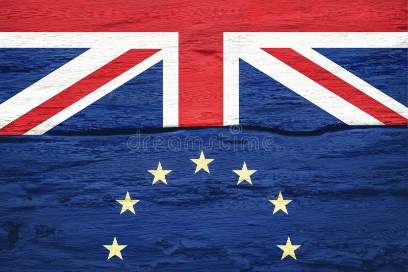Концепция Brexit Флаги Великобритании и Европейского союза на треснутой предпосылке стены grunge Возможный выход  стоковое изображение rf