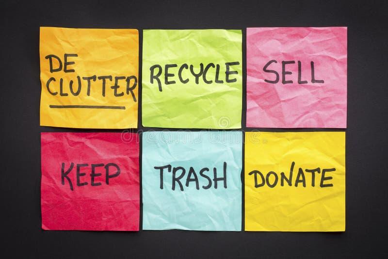 Концепция Declutter на липких примечаниях стоковое изображение