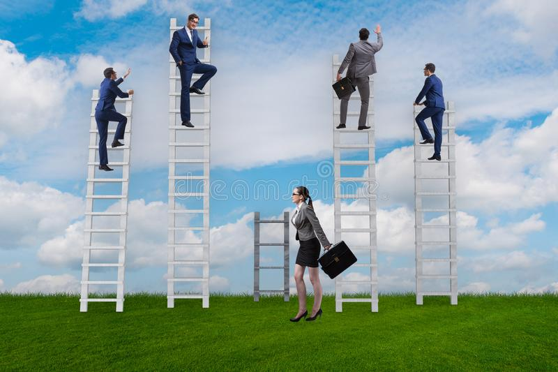 Концепция inequal возможностей карьеры между женщиной человека стоковые изображения