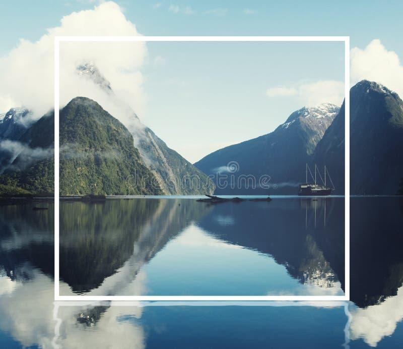 Концепция Milford Sound Fiordland Новой Зеландии стоковое изображение rf