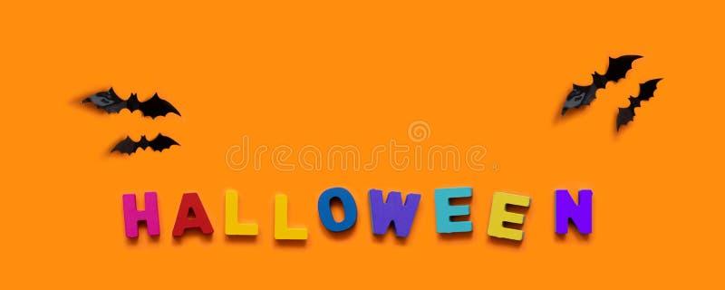 Концепция Reative Черные летучие мыши и красочная надпись деревянных писем на оранжевой предпосылке стоковая фотография