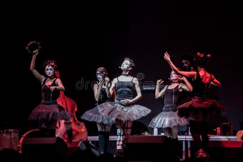 Концерт дочерей Dakh в Sentrum, Киеве, 23.04.2014 стоковое изображение rf