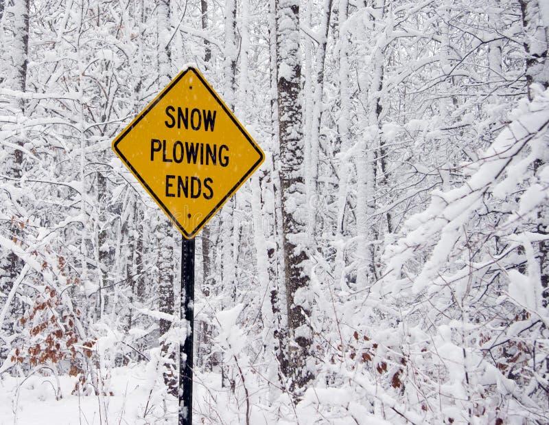 концы вспахивая снежок знака стоковые изображения