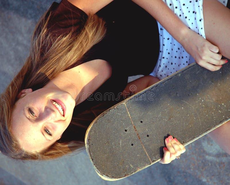 конькобежец девушки предназначенный для подростков стоковые фото
