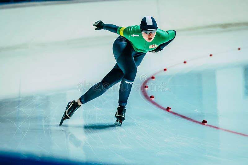 Конькобежцы скорости женщины крупного плана стоковое изображение rf