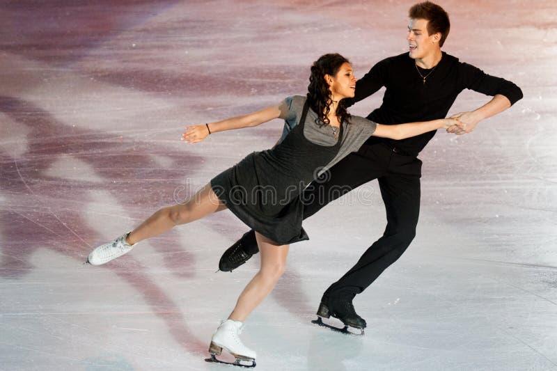 Конькобежцы Elena Ilinykh & Nikita Katsapalovi стоковая фотография rf