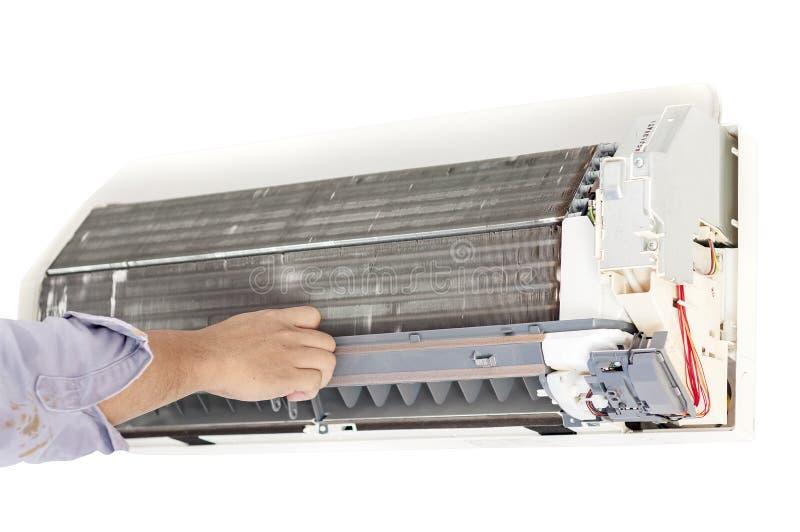 Кондиционер воздуха ремонта человека стоковое изображение rf
