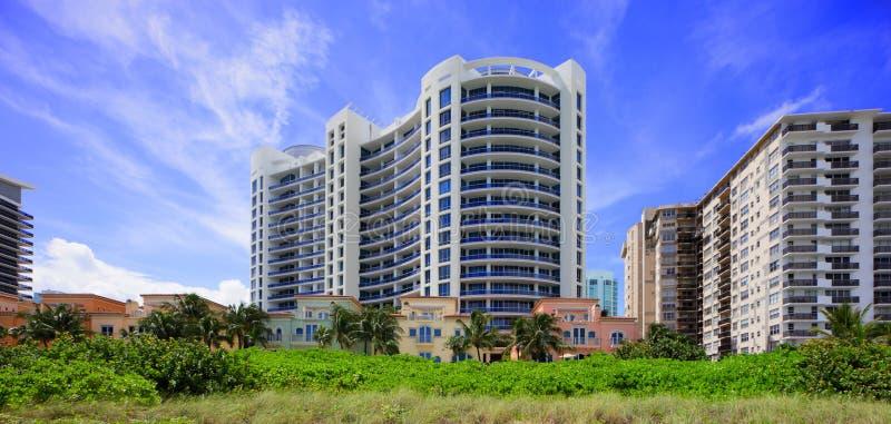 Кондоминиум Miami Beach дома ванны стоковые изображения rf