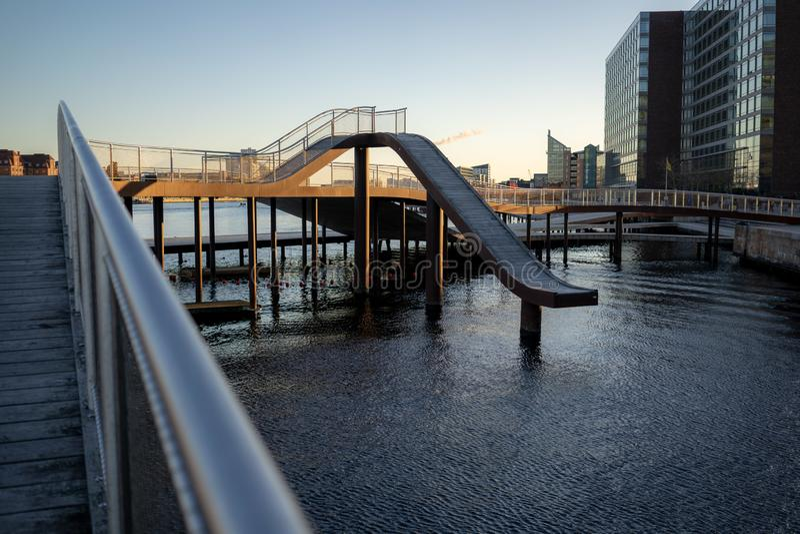 Копенгаген, Дания - 1-ое апреля 2019: Мост Kalvobod который современная структура стоковые фотографии rf