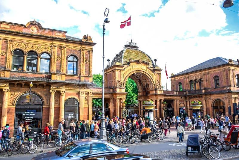 КОПЕНГАГЕН, ДАНИЯ: Парк Tivoli, известный парк атракционов и удовольствие садовничают в Копенгагене, Дании стоковое фото rf