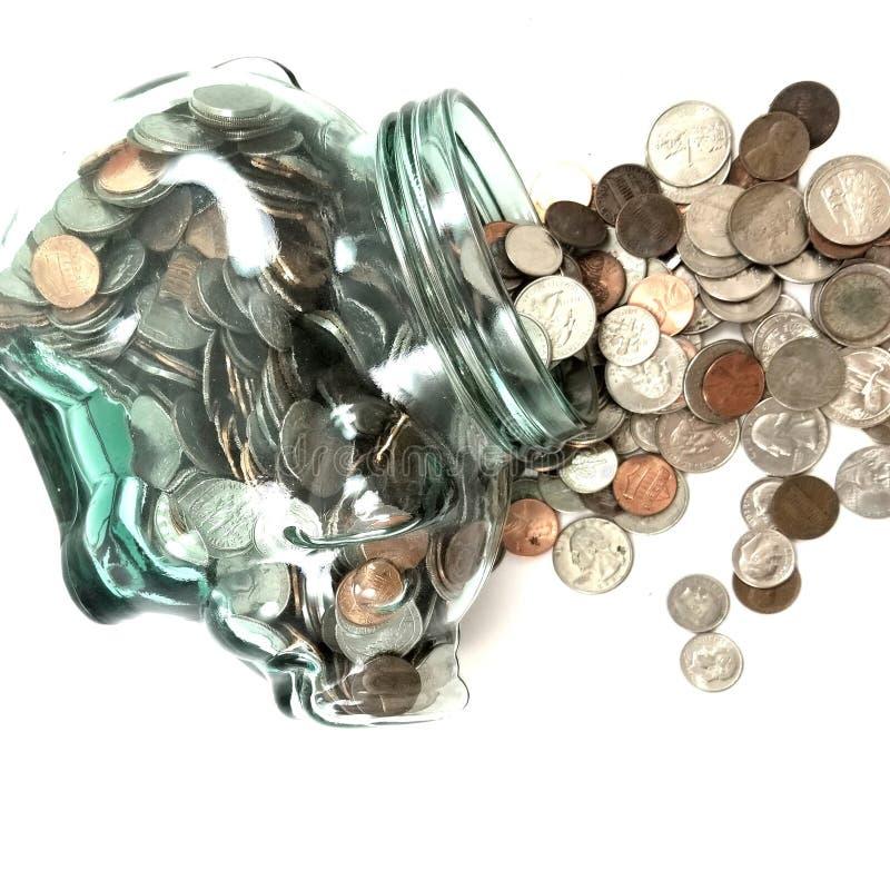 Копилка разливая вне деньги стоковое изображение