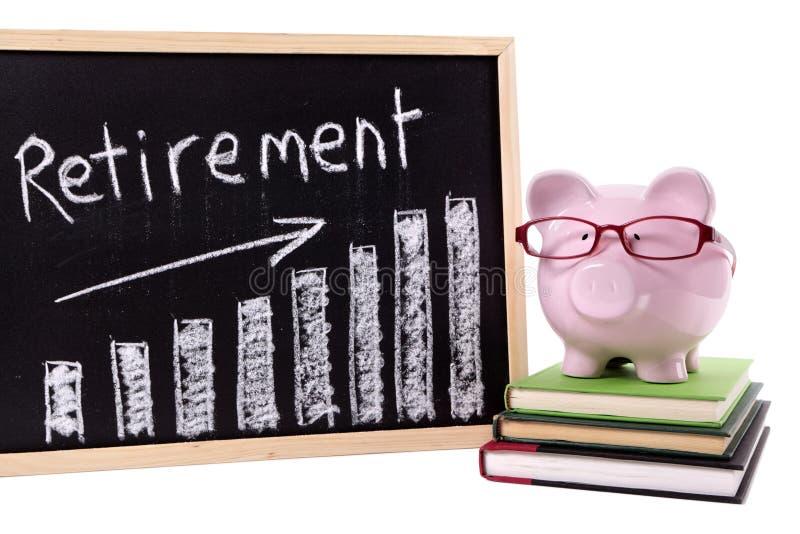 Копилка с диаграммой сбережений выхода на пенсию стоковые изображения