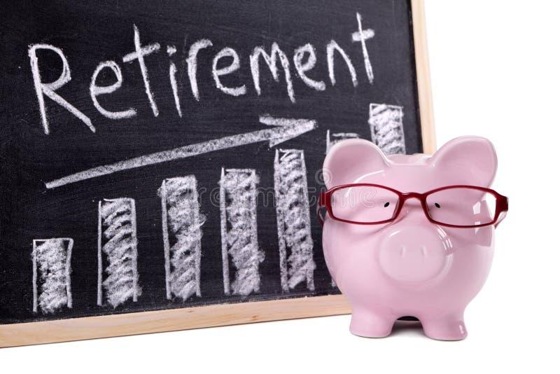 Копилка с диаграммой сбережений выхода на пенсию стоковая фотография