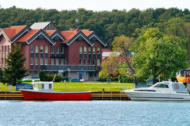 Корабли курортного города Нида близ Клайпеды Неринга на Балтийском море на Куршонском курорте в Литве стоковое изображение rf