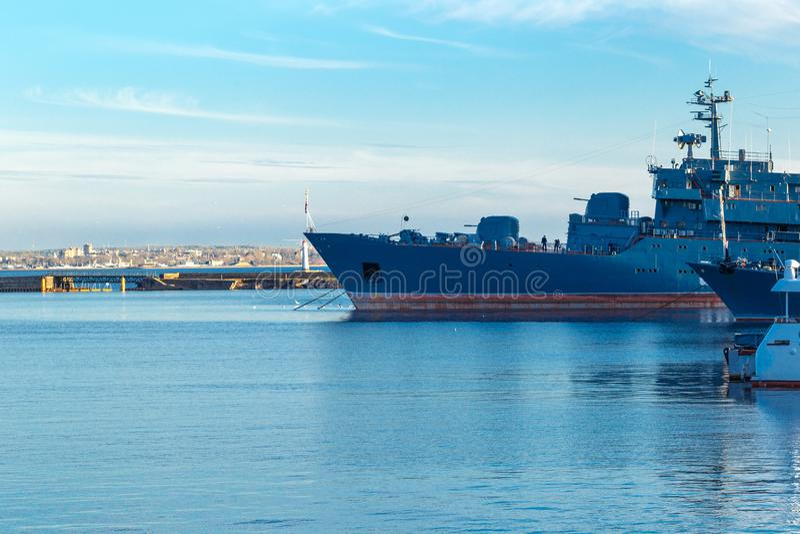 Корабли в порте в Kronstadt могут 2018 стоковая фотография rf