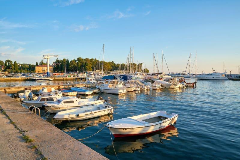 Корабли в порте Porec на адриатическом побережье стоковые фото