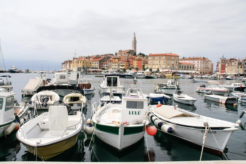 Корабли и шлюпки в Марине Rovinj, Хорватии стоковые фотографии rf