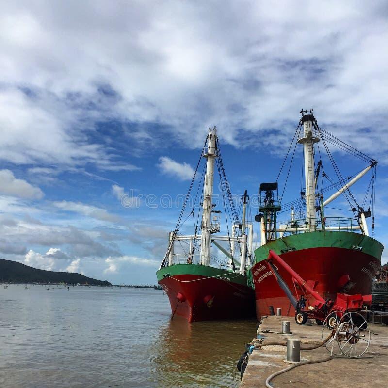 Корабли на порте стоковая фотография