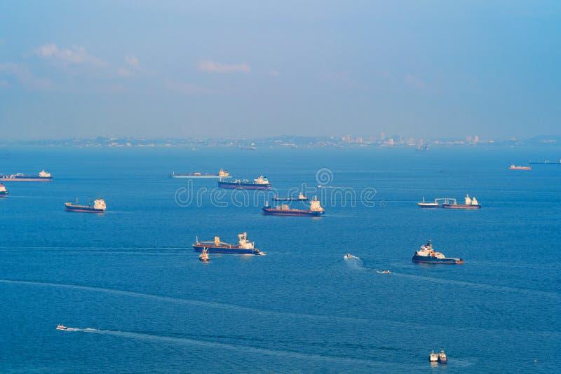 Корабли топливозаправщика груза в концепции транспорта Шлюпки доставки стоковые фото