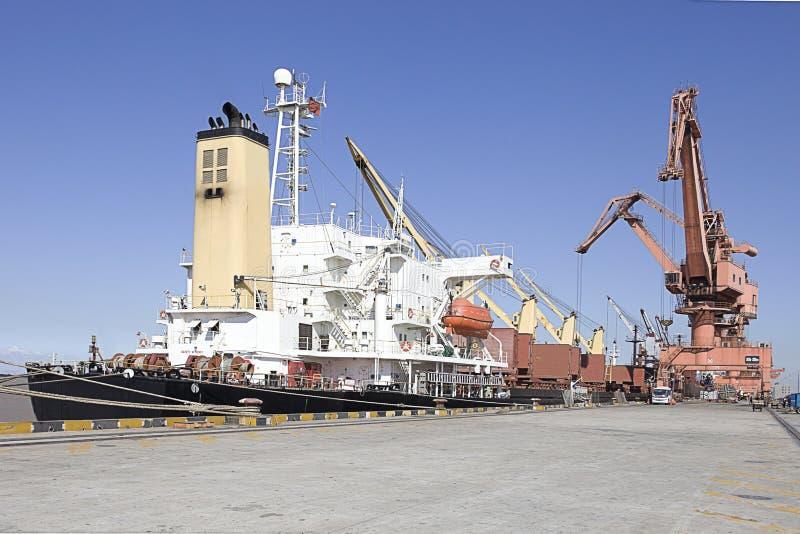 Корабль в гавани стоковые фотографии rf