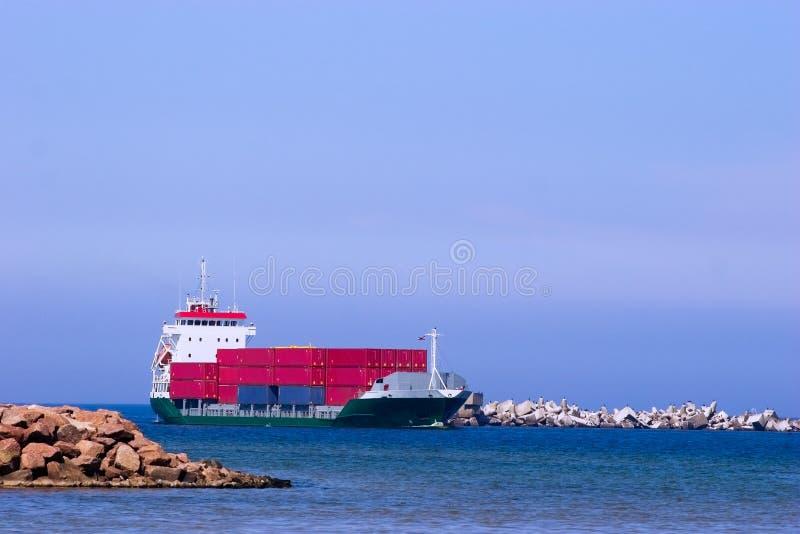 корабль грузовых контейнеров красный стоковая фотография