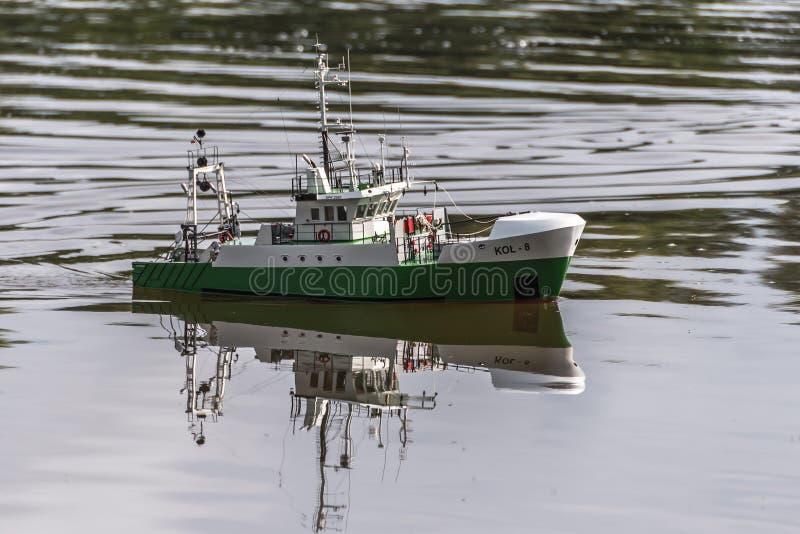 Корабль масштаба пульта дистанционного управления на конкуренциях стоковые изображения